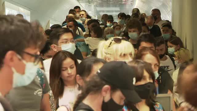 Oboseală, frustrare, nervi. Imagini de nedescris pe cel mai mare aeroport al României