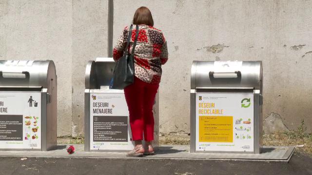 Românii care nu colectează selectiv deșeurile riscă să nu le mai fie ridicat gunoiul şi chiar să fie amendaţi