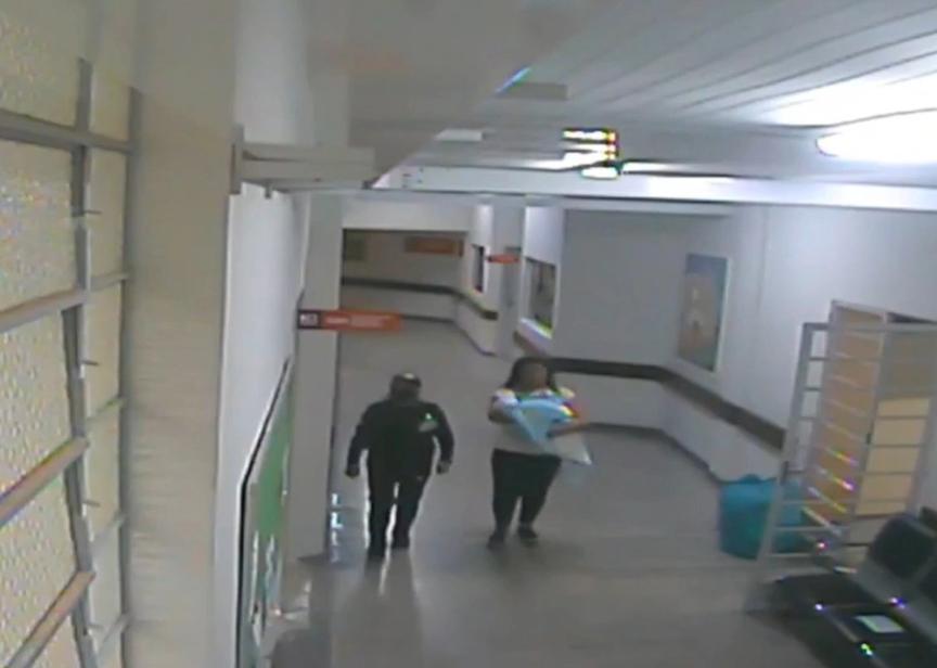 VIDEO. O tânără a încercat să fugă din maternitate cu un bebeluș după ce al ei a murit