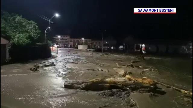 A fost reluat traficul pe DN1. Șoseaua s-a transformat într-un râu, după o ploaie puternică