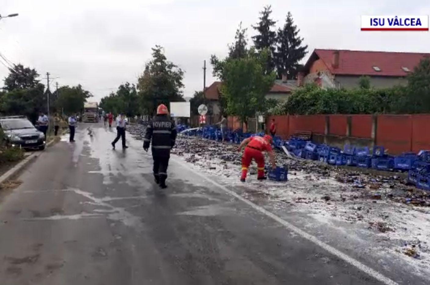 Femeie rănită de lăzile cu bere răsturnate dintr-un TIR, la Drăgășani