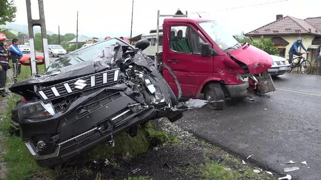 Accident teribil pe DN73. Două persoane au ajuns la spital