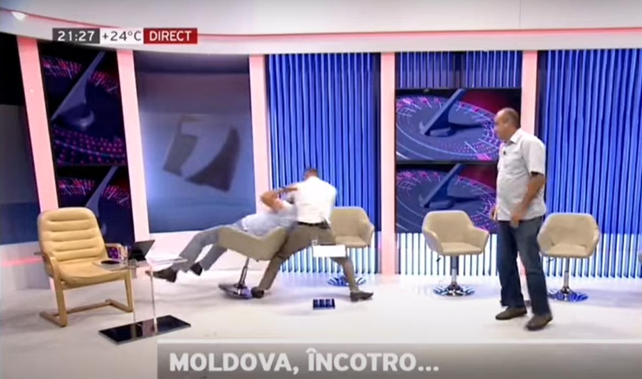 """Doi politicieni din Moldova s-au bătut în direct, până ce unul a leșinat. """"Am să-ți dau una în bot băi, eu am apărat patria!"""""""