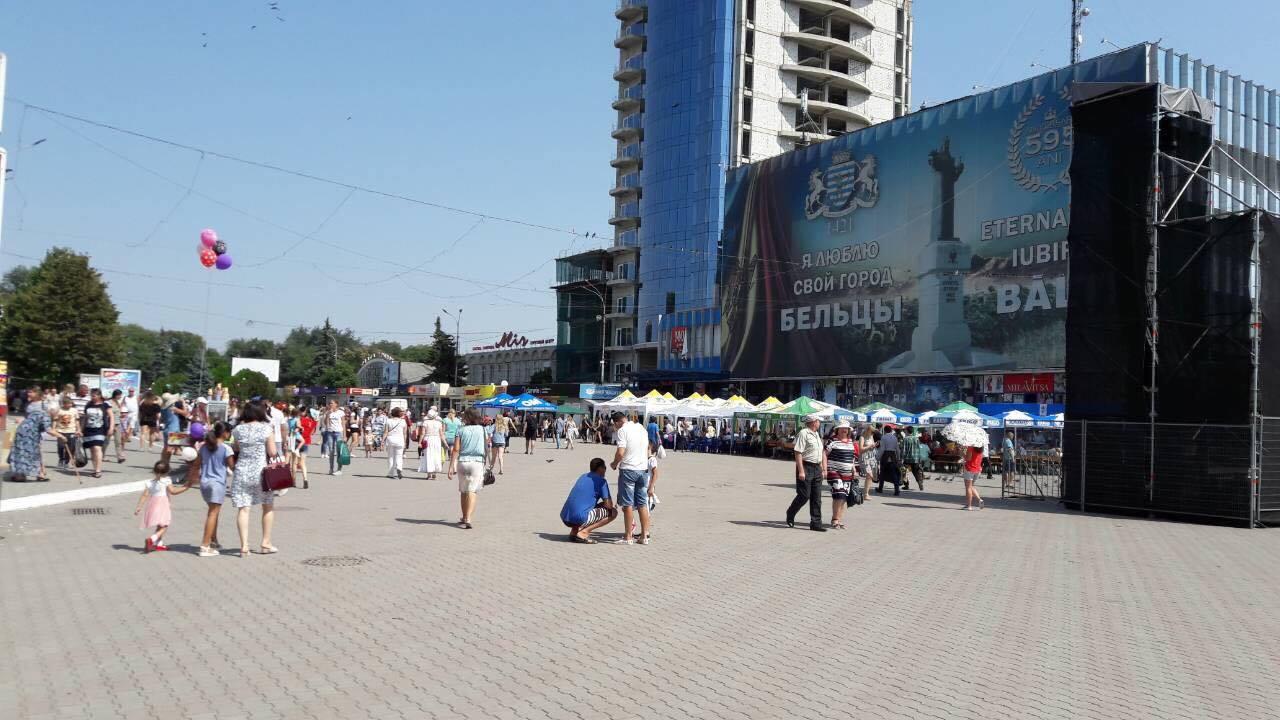 Două adolescente din Moldova s-au sinucis împreună după ce au lăsat bilete de adio și s-au aruncat de la etajul 13