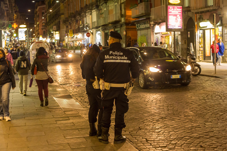 Un bărbat a deschis focul într-o discotecă din sudul Italiei. Sunt cel puțin 10 persoane rănite