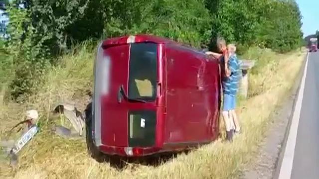 Un șofer de 59 de ani s-a răsturnat cu mașina, după ce a susținut că un alt bărbat i-ar fi tăiat calea