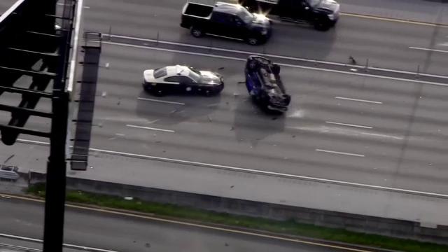 Cinci tineri din SUA au provocat un accident de circulație grav, chiar în timp ce erau urmăriți de poliție