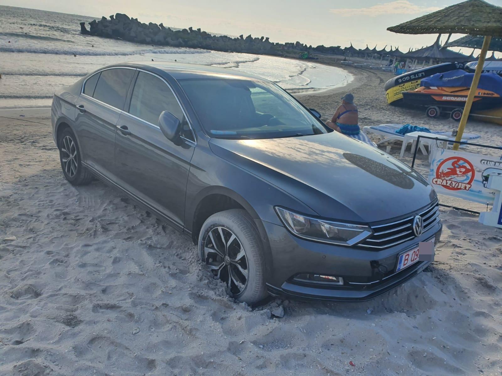 VIDEO. Mașină cu numere de București, parcată direct pe plajă. Ce amendă a primit șoferul