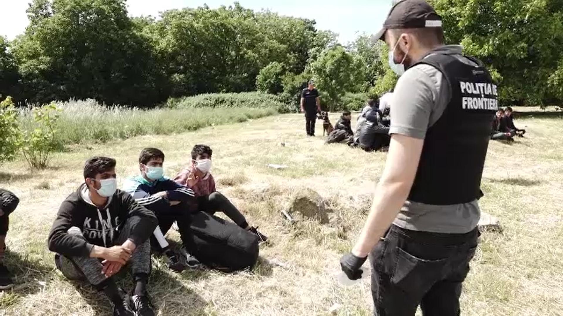 Graniţele României sunt asaltate zilnic de migranţi. Numărul celor prinşi de poliţiştii de frontieră s-a triplat