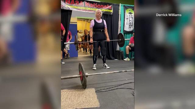 """La 78 de ani, o femeie din SUA ridică haltere și participă la competiții: """"Vreau doar să fiu în cea mai bună formă a mea"""""""