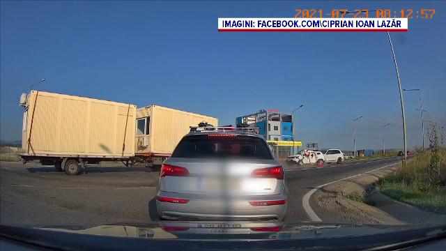 Accident grav la ieșirea din Sibiu. Patru persoane au murit, după ce o mașină a fost izbită de un TIR