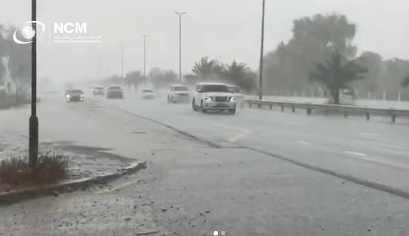 Autoritățile din Dubai au creat o ploaie artificială după ce temperaturile au ajuns la 50 de grade. VIDEO