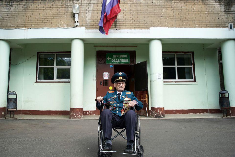La 102 ani, un veteran al celui de-Al Doilea Război Mondial învinge Covid după o săptămână la ATI