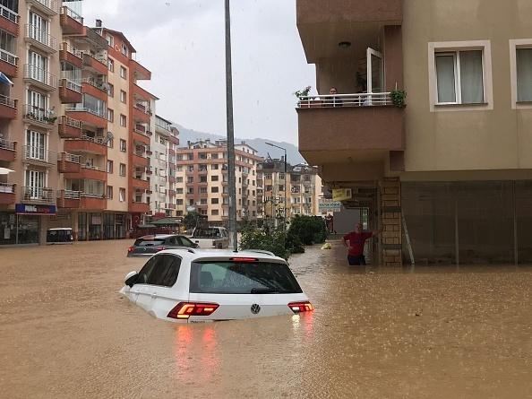 Apele s-au dezlănțuit din nou în nord-estul Turciei. A fost declarată stare de dezastru în mai multe provincii