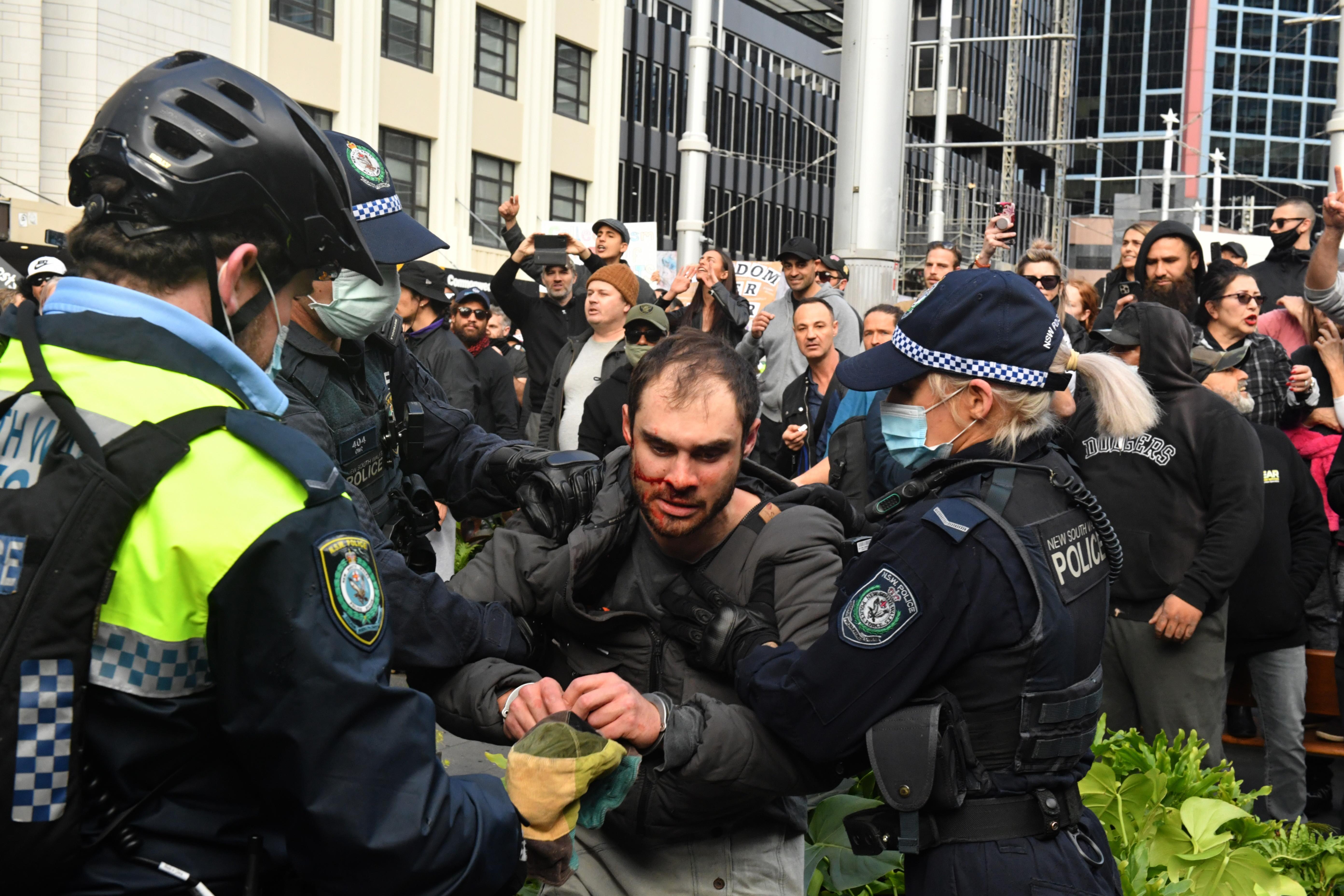 Proteste violente în Australia, din cauza restricțiilor Covid-19. Țara, afectată de Delta