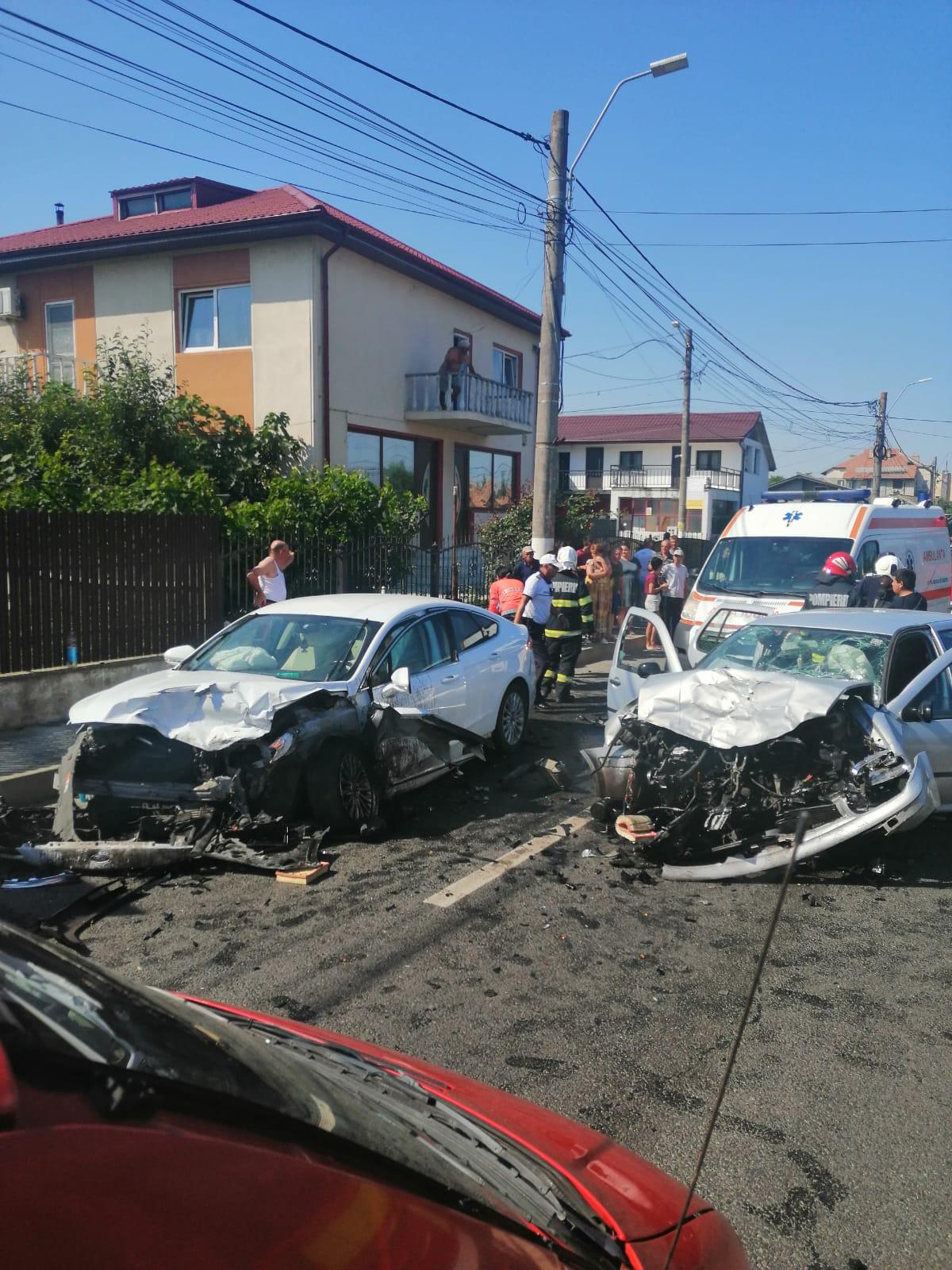 Opt răniți după ce două mașini s-au ciocnit frontal, în județul Constanța. Unul dintre șoferi consumase alcool