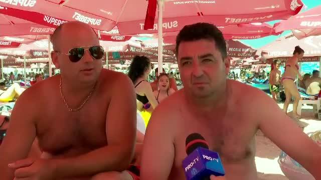"""Litoralul românesc e ca un furnicar: """"Chiar ne place că e multă lume. Apă, bere, hamsie"""""""