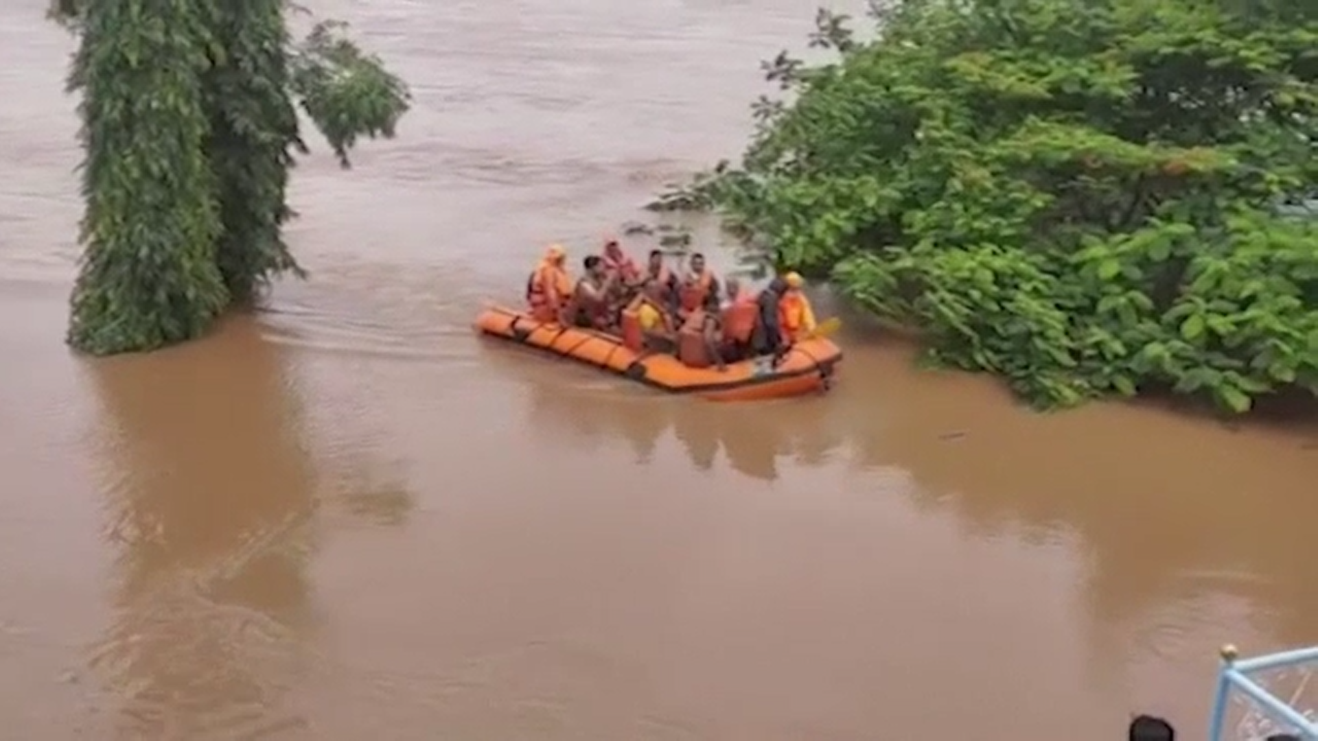 Vreme extremă în sudul Asiei. Aproape 140 de oameni și-au pierdut viața din cauza inundațiilor