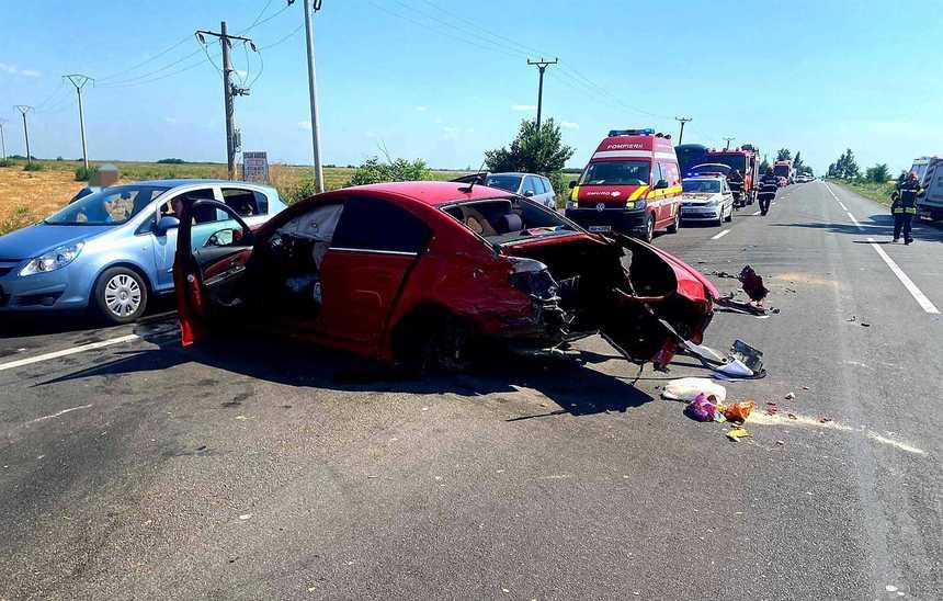 Accident cu 4 autovehicule în Ialomița, pe DN2. Doi copii de 6 și 9 ani au fost răniți