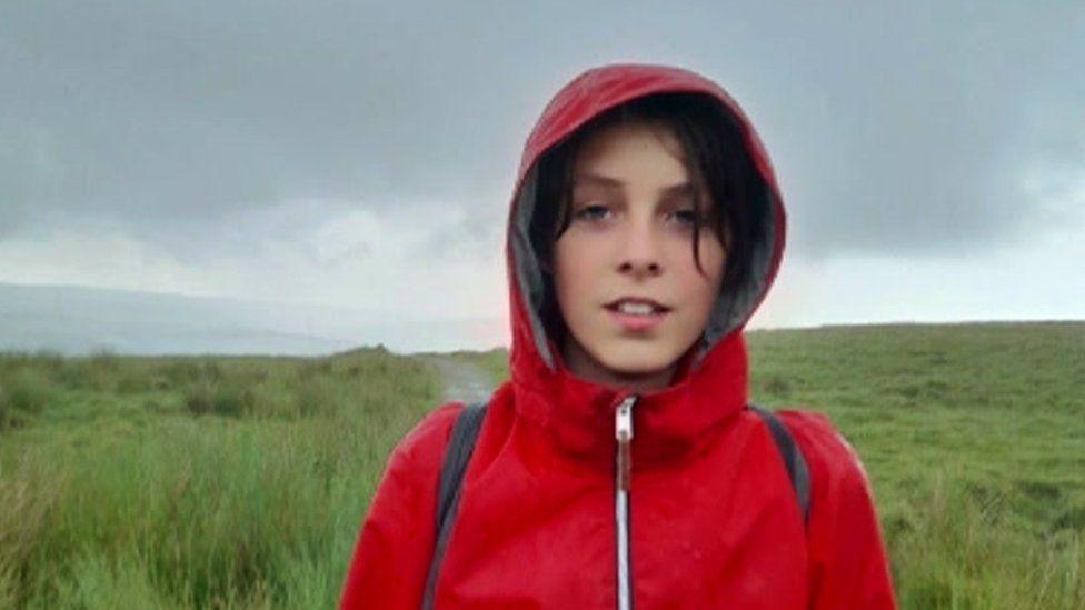 Un băiat de 11 ani va merge pe jos 320 de km. Care este motivul