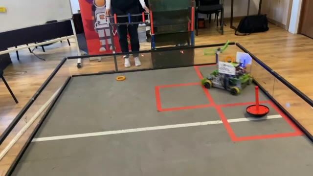 Câțiva elevi români au câștigat un premiu pentru cel mai ingenios și inovativ robot, în SUA