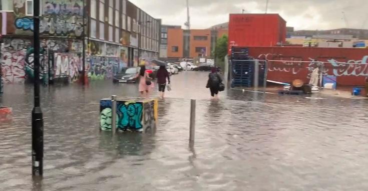 Londra a fost inundată, după o ploaie torențială. Stație de metrou plină de apă. VIDEO
