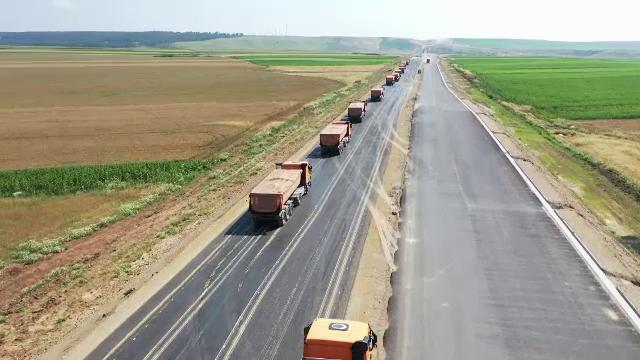 Surpriză pentru șoferi. O bucată din drumul expres Craiova - Pitești ar putea fi finalizată înainte de termen
