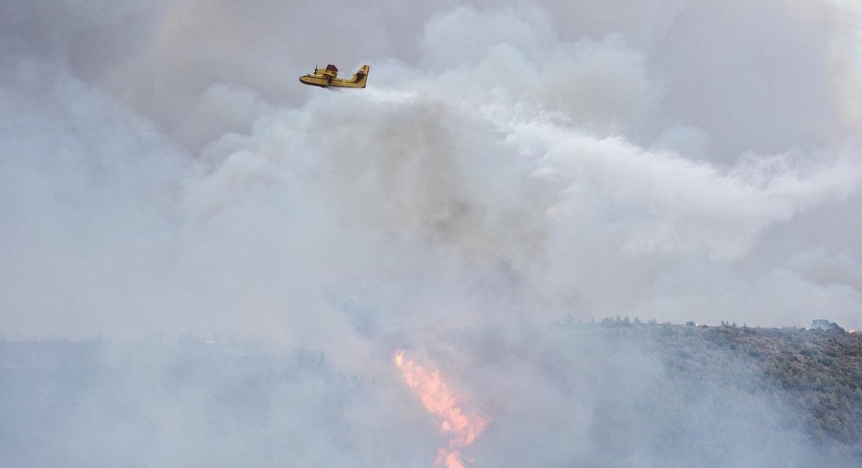 Incendiu devastator în Grecia. Cinci elicoptere şi cinci bombardiere cu apă au intervenit de urgență