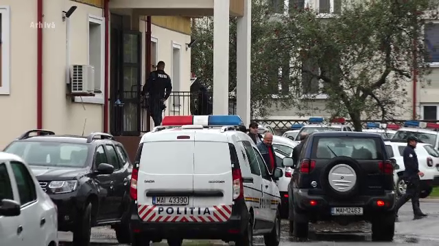 Doi tineri au încercat să evadeze din arestul Poliției Maramureș prin geamul de la baie