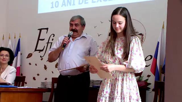 Doi profesori din Iași, soț și soție, oferă meditații gratuite tinerilor săraci, care vor să devină medici