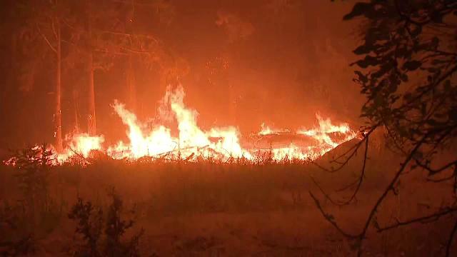 Cel mai mare incendiu din California își generează propriul climat. Ce sunt norii