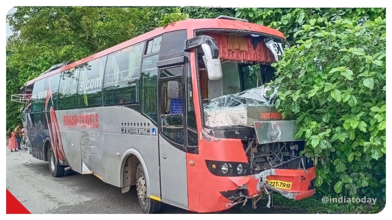 Accident foarte grav, în India: Cel puțin 18 oameni au murit. Victimele dormeau lângă un autobuz