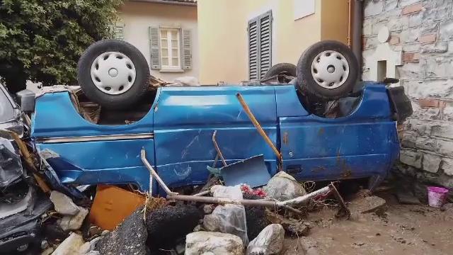 """Inundații devastatoare și în Italia: """"Am văzut un râu pe străda principală, plin cu tot felul de resturi, mașini"""