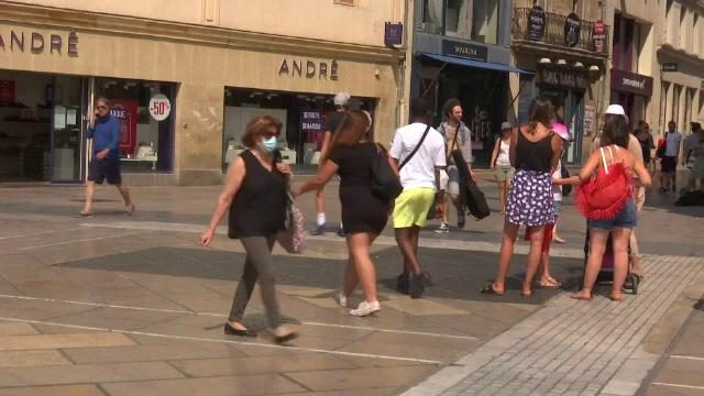 Franța înăsprește restricțiile după creșterea numărului infectărilor. Când trebuie masca purtată și afară