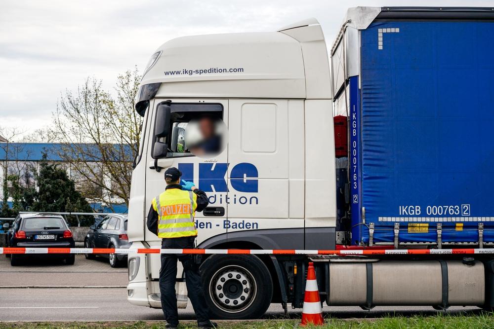 Polițiștii germani au rămas uimiți după ce au oprit un camion românesc pe autostradă. Ce au descoperit