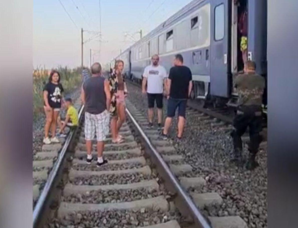 Întârzieri majore ale trenurilor, din cauza caniculei și accidentelor feroviare. Avertismentul lui Cătălin Drulă