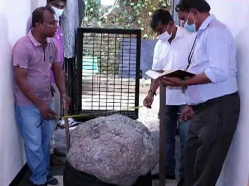 Safir albastru de 80 de kilograme, descoperit într-o mină din Sri Lanka. Are o valoare uriașă