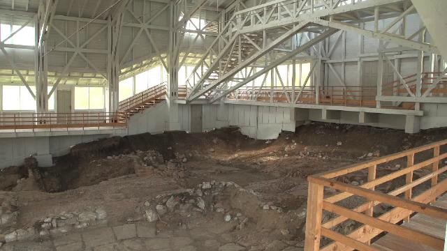 Siturile arheologice din România, acoperite de gunoaie de grajd. Tezaurul roman descoperit între blocuri, la Galați