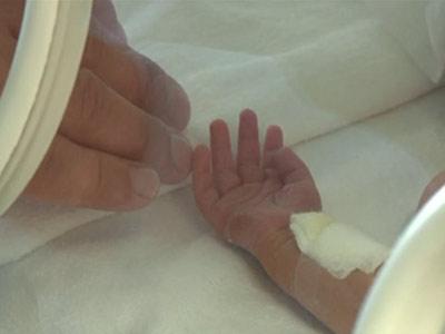 Sute de lumanari de Ziua mondiala a comemorarii bebelusilor