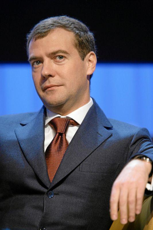 Dmitri Medvedev, dispus sa discute despre scutul antiracheta al NATO