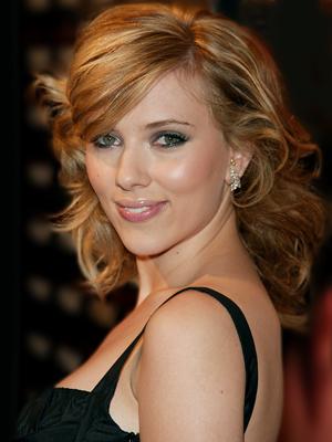 Actrita Scarlett Johansson se pricepe si la muzica!