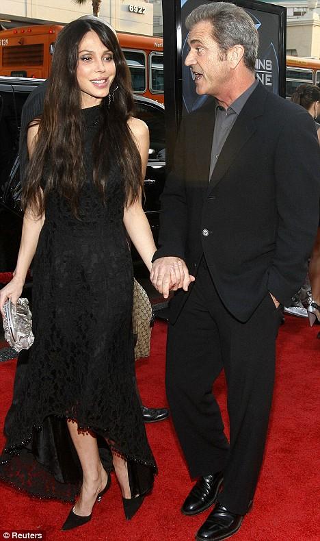 Mel Gibson catre Oksana: Esti o c***a si arati ca o scroafa in calduri!