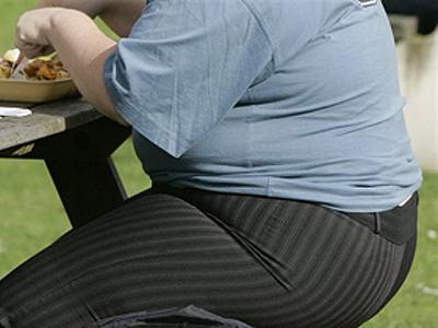 Prea grasi ca sa poata avea grija de propriul copil?