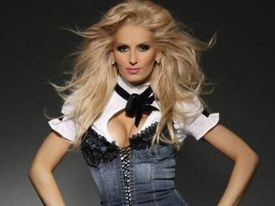"""Andreea Banica este """"solista anului in Romania 2011"""""""