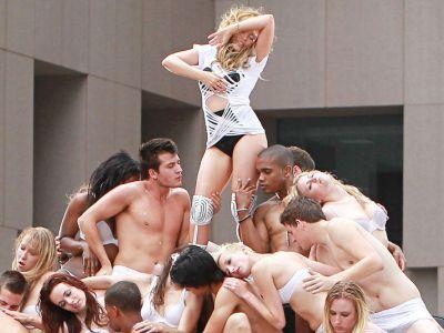 Kylie Minogue vrea sa fie zeita iubirii! Lanseaza albumul Afrodita