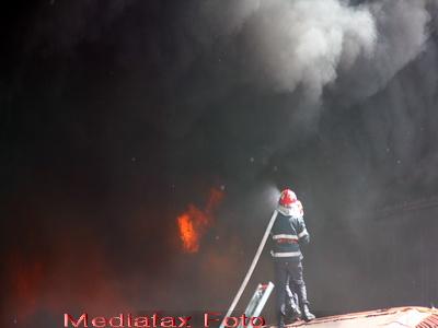 Incendiu puternic la o fabrica de prelucrare a lemnului din Falticeni. Paguba: 2 milioane de lei