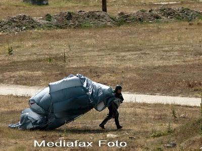 Tragedie! Un parasutist militar a murit in timpul unui curs de aplicatie