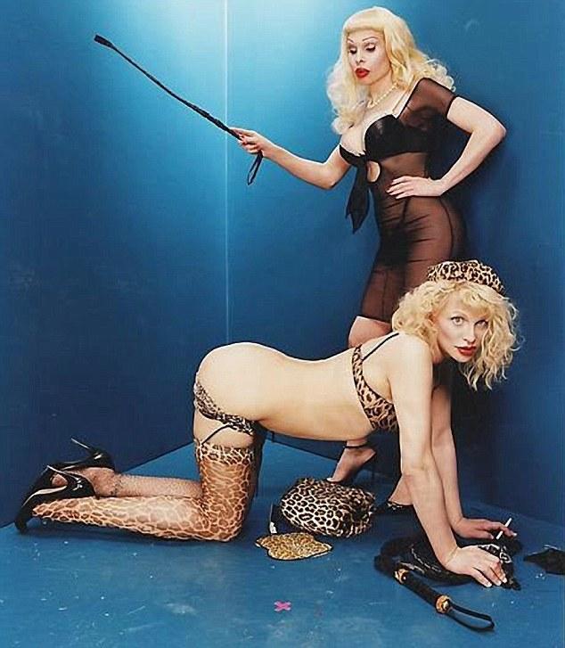 Courtney Love, poze provocatoare postate pe internet!