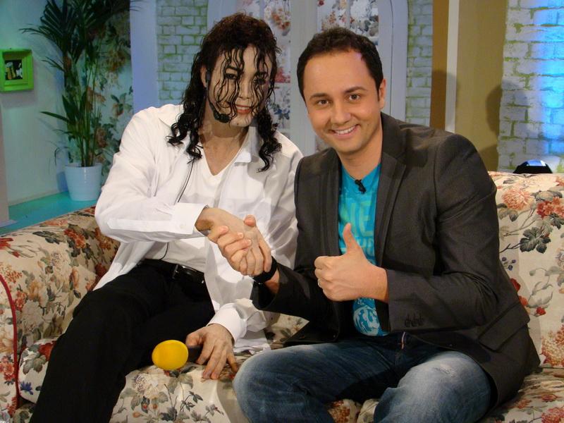 """Happy Hour"" si Earnest Valentino aduc un omagiu lui Michael Jackson"