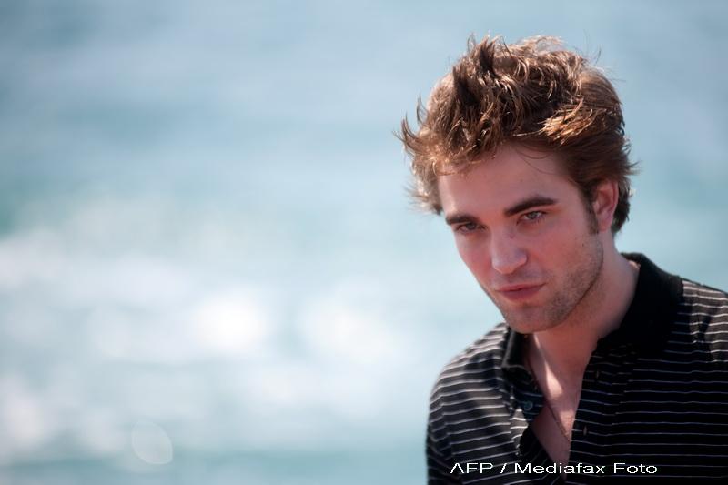 Dezamagire mare pentru fanele lui Robert Pattinson. Ar fi avut dublura pentru scenele de dragoste